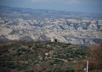 Veduta da lontano della Torre Molfese